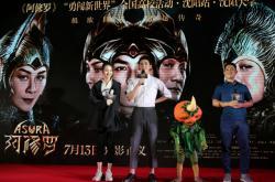 Režisér Zhang Peng s herci filmu Asura