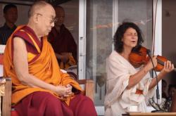 Dalajlama a Iva Bittová