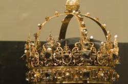 Zloději ukradli vzácné pohřební koruny ze 17. století