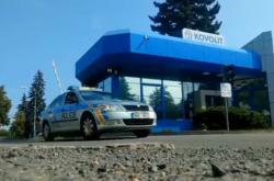 Policejní vůz před sídlem Kovolitu