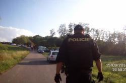 Policie řešila technoparty na pozemku u Únanova