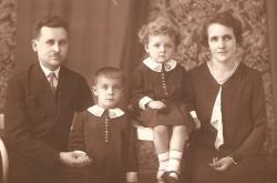 Jan Svoboda s rodiči a sestrou