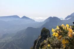 Vyhlídka z hory Maïdo na Réunionu