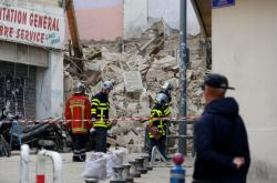 Trosky zřícených domů v Marseille