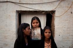 Dcery Asii Bibiové s fotografií své matky