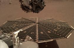 Solární panely sondy InSight