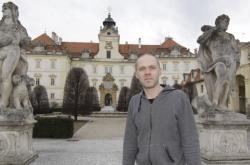 Michal Tlusták na snímku z roku 2010 u zámku ve Valticích
