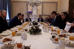 Snídaně s bývalými i současnými disidenty na francouzské ambasádě v Praze
