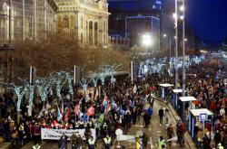 Maďaři protestují proti novele zákoníku práce navyšující počet přesčasů