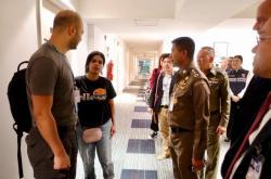 Rahaf Kunúnová se v pondělí setkala s imigračními úředníky