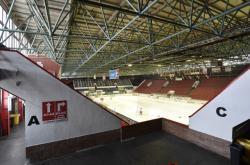 Nová hala má nahradit stávající zimní stadion (na snímku)