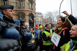 Prostest žlutých vest v Paříži