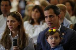 Juan Guaidó s rodinou na mši za Venezuelu