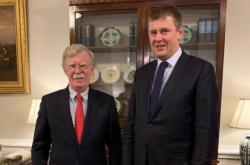 John Bolton s Tomášem Petříčkem