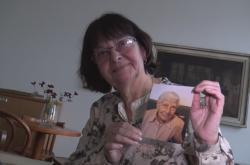 Zuzana Prudilová s fotkou maminky Hildy Zmrzlíkové