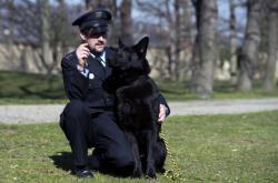 Německý ovčák Gauner se svým psovodem Lubomírem Ábelem.