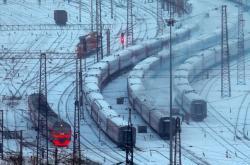 Chladný únorový den na transsibiřské magistrále u města Krasnojarsk.