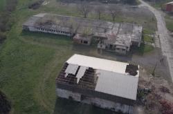 Zchátralý areál zemědělského družstva