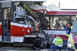 Nehoda trolejbusu a tramvaje v Brně