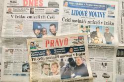 Titulky českých deníků po únosu novinářů