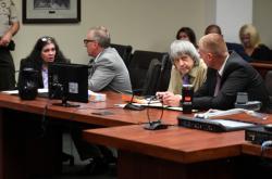 Louise Turpinová a David Turpin u soudu