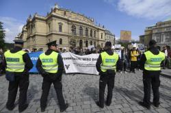 Prahou prošli zastánci i odpůrci práva na interrupci