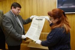 Miroslav Koudela ze Státního okresního archivu a vedoucí odboru památkové péče olomouckého magistrátu Vlasta Kauerová