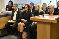 Otec Radka Březiny, exmanželka a sekretářky před soudem