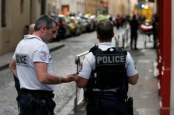 Francouzská policie nedaleko místa výbuchu