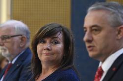 Hanák, Schillerová, Středula (zleva) po jednání tripartity