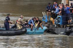 Záchranné práce na Dunaji pokračují
