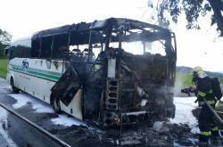U Zlína shořel autobus