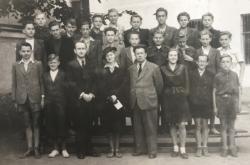 Školní fotografie (Zdenko Černík - třetí zleva nahoře)