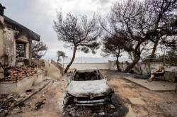 Důsledky veder v Řecku - požáry a zničená půda
