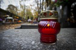 Svíčka na hřbitově