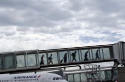 Francie se chystá zdanit leteckou dopravu. Snímek je z pařížského letiště Charlese de Gaulla.