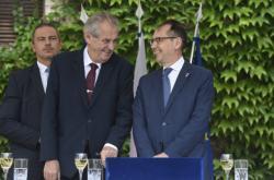 Prezident Zeman s velvyslancem Galharaguem
