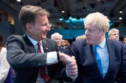 Jeremy Hunt gratuluje Borisu Johnsonovi ke zvolení