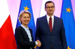 Ursula von der Leyenová a Mateusz Morawiecki