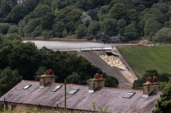 Situace u přehrady ve Whaley Bridge zůstává kritická