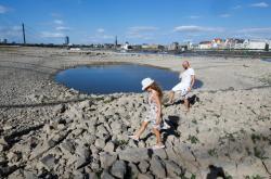 Kvůli horku a suchu vyschla i část Rýna