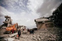 Jemenská budova zničená při náletech koalice vedené Saúdskou Arábií