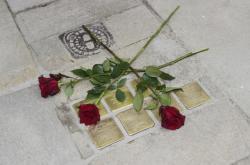 Kameny zmizelých připomínají oběti holokaustu