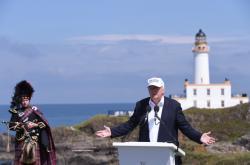 Donald Trump ve svém resortu ve skotském Turnberry v roce 2016