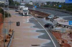 Situace na dálnici AP-7 po povodních v Pilar de la Horadada