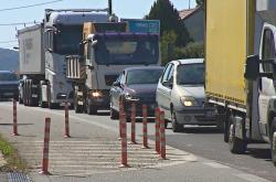 Tranzitní dopravu by měla silnice první třídy v Lipůvce omezit