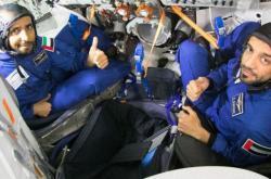 Hazza Mansúrí a Sultan Al Neyadi v trenažeru Sojuzu