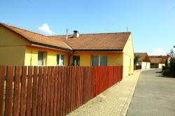 Jeden z domů v Horoměřicích, který si bývalí klienti zkrachovalé společnosti H-System dostavěli svépomocí