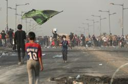 Lidé vyšli do ulic Bagdádu i přes zákaz vycházení
