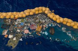 Plast zachycený systémem Ocean Cleanup